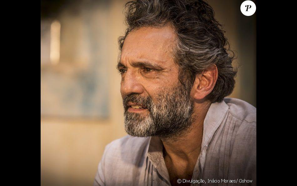Santo dos Anjos segue vivo na trama até o fim da novela 'Velho Chico' e Domingos Montagner será homenageado no último capítulo