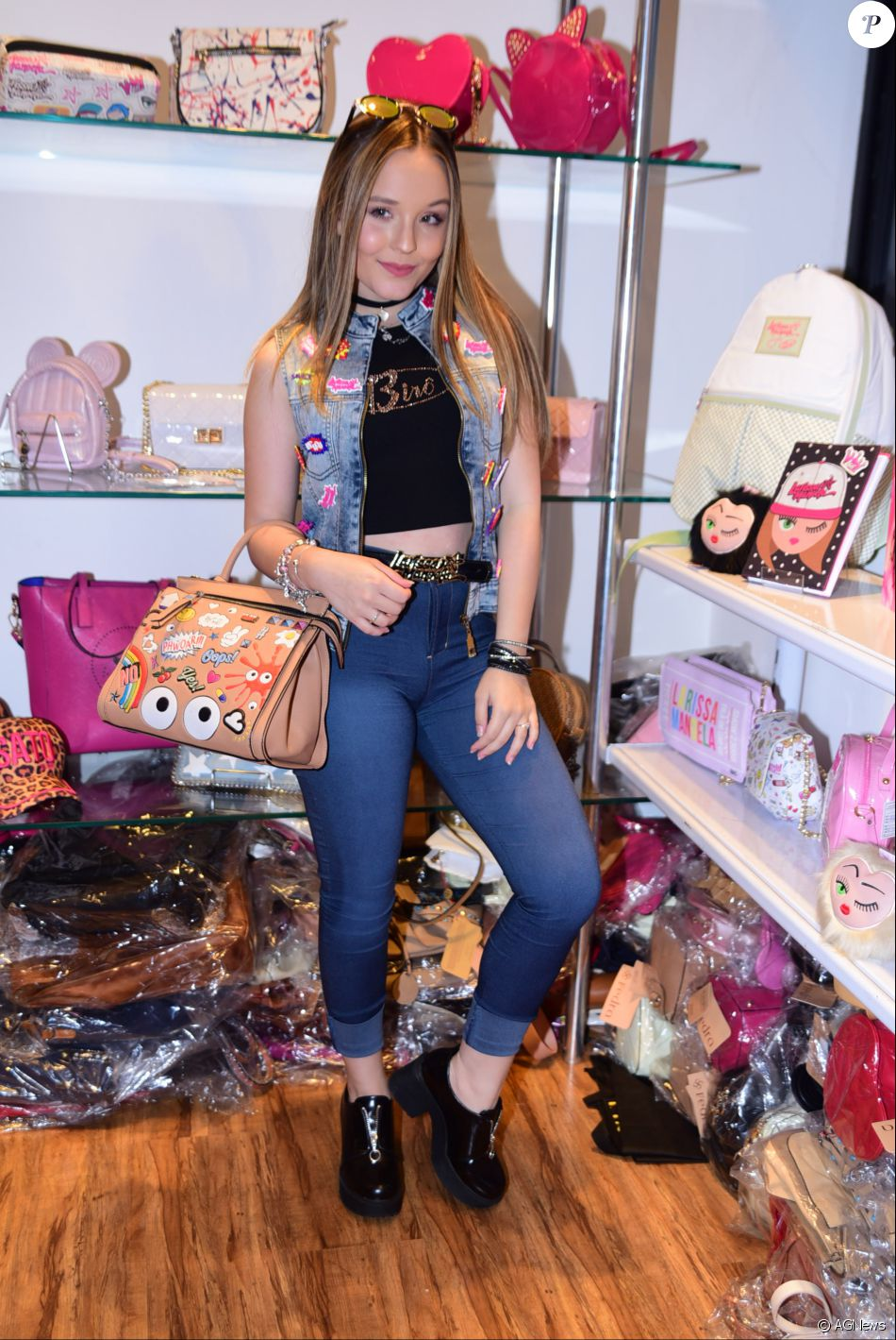e27471d6e6685 Larissa Manoela lançou sua nova coleção de acessórios no Mega Polo Moda, no  bairro do Brás, em São Paulo, nesta terça-feira, 20 de setembro de 2016