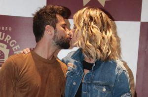 Bruno Gagliasso e Giovanna Ewbank trocam beijos em evento gastronômico. Fotos!