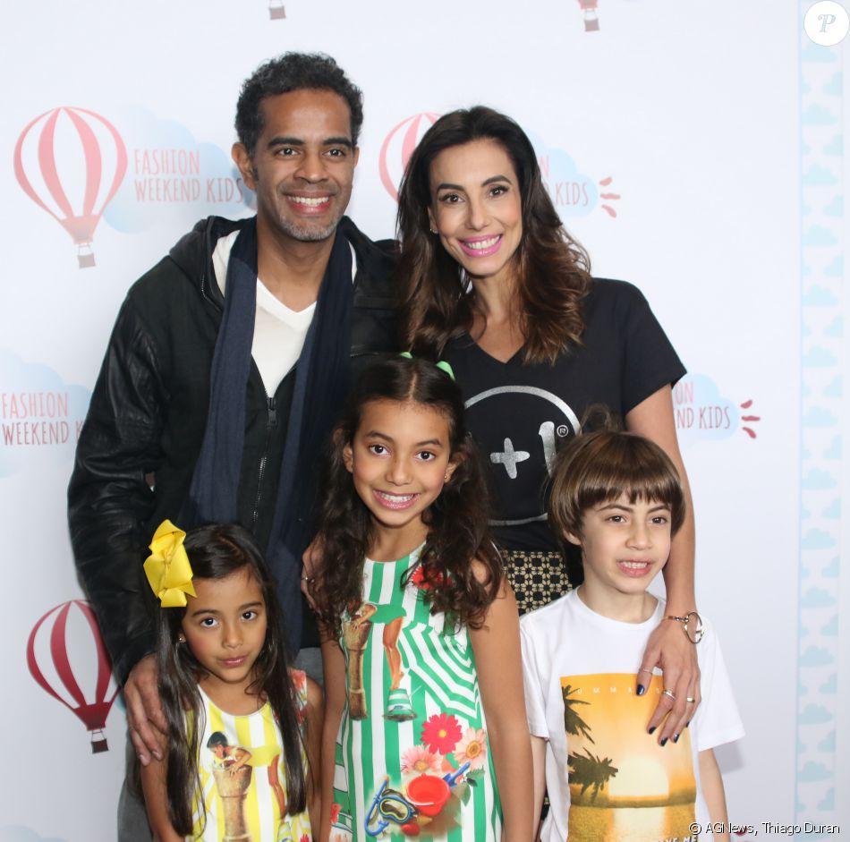 Tania Khalil posa as filhas Isabela e Laura e o marido