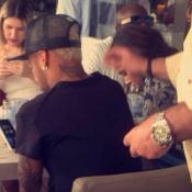 Bruna Marquezine e Neymar são clicados juntos em Barcelona por uma fã. Foto!