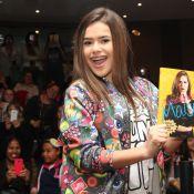 Maisa Silva recebe fãs em tarde de autógrafos em livraria de São Paulo