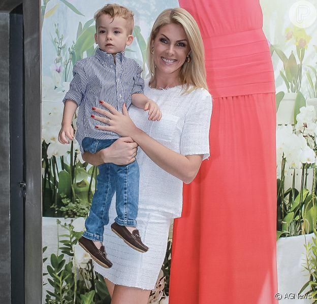 Ana Hickmann contou que o filho, Alexandre Jr., de 2 anos, não é bagunceiro: 'Até hoje ele quebrou apenas um copo'