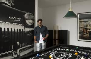 Caio Castro mostra detalhes de sua nova casa com o ator Rodrigo Andrade, no Rio