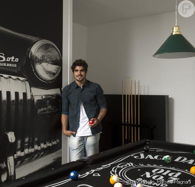 Caio Castro abre as portas de sua nova casa, na Barra da Tijuca, Zona Oeste do Rio de Janeiro, em dezembro de 2013