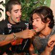 Pedro Scooby soltou a voz com o cantor Munhoz, da dupla com Mariano. O cantor sertanejo também está participando do quadro 'Saltibum', do 'Caldeirão do Huck'