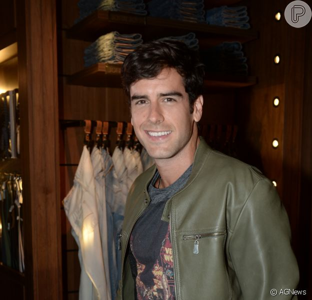 Marcos Pitombo revelou que recebe muitas cantadas envolvendo sapato após papel em 'Haja Coração'