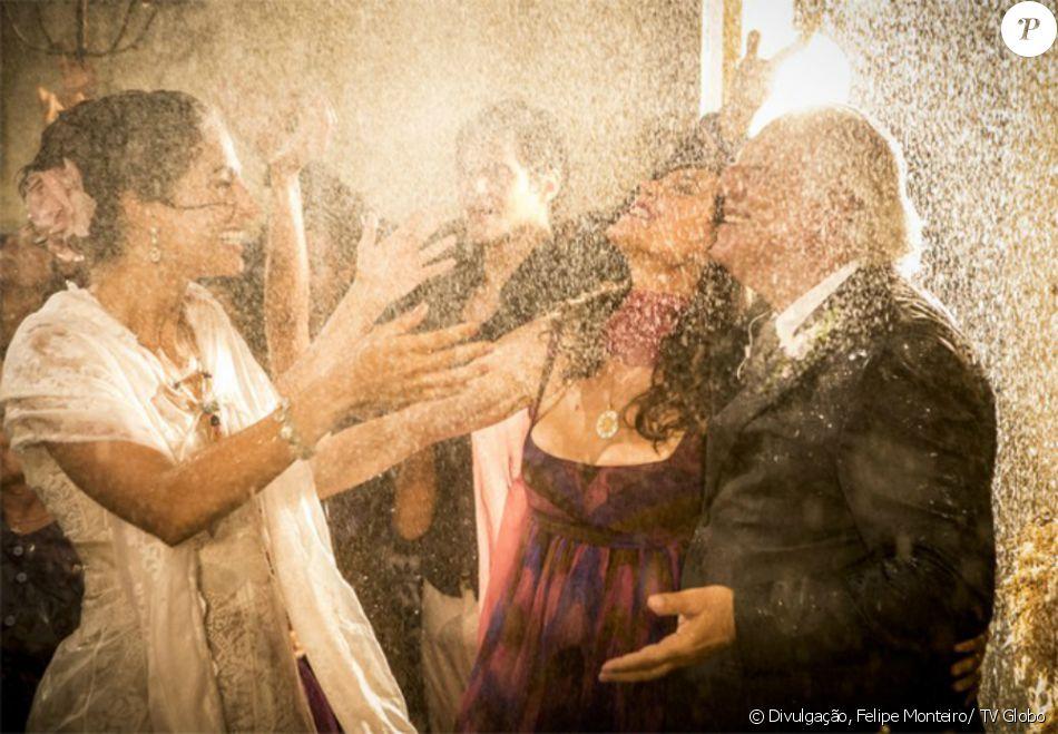 Choro de Nossa Senhora cai como chuva no casamento de Tereza (Camila Pitanga) e Santo (Domingos Montagner), no último capítulo da novela 'Velho Chico', exibido em 30 de setembro de 2016
