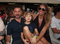 Adriane Galisteu posa com o filho, Vittorio, no desfile da grife Iodice na Bahia