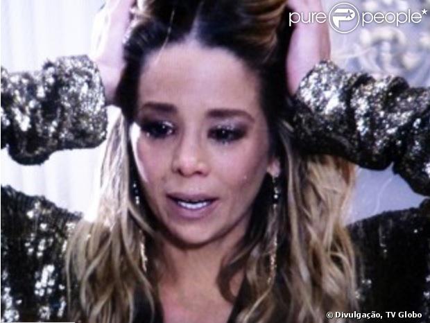 O juiz comunica que Niko (Thiago Fragoso) é o único parente biológico de Fabrício e Amarilys (Danielle Winits) se desespera por ter que devolver o bebê a ele, em 'Amor à Vida', em 23 de dezembro de 2013