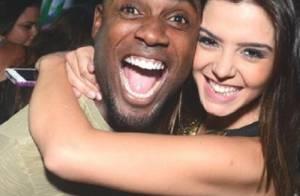 Solteira, Giovanna Lancellotti posa abraçada com Rafael Zulu em festa