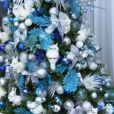 A árvore de Natal de Ana Maria Braga é nos tons de azul e branco, em 24 de dezembro de 2013