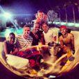 No mesmo dia, Neymar tirou foto com os amigos. Os fãs estranharam o semblante sério do ator. 'Que cara é essa?', chegou a perguntar um seguidor