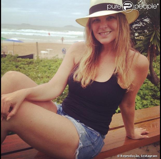 Cristiana Oliveira exibe boa forma aos 49 anos em Búzios, como mostra a foto posta pela atriz nesta sexta-feira, 4 de janeiro de 2013