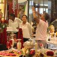 Romário faz compras em shopping com a família (Foto: Marcus Pavao)