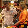 Romário é fotografado em shopping (Foto: Marcus Pavao)
