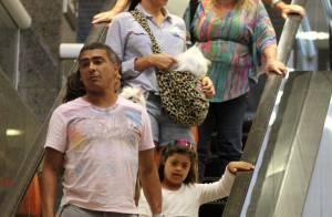 Romário é visto com a mulher após crise no casamento e polêmica com Miss Bumbum