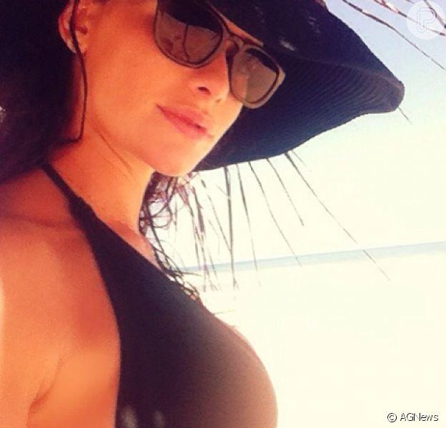 Alinne Moraes publica foto e fala sobre gravidez: 'Mamma 2014', em 5 de janeiro de 2013