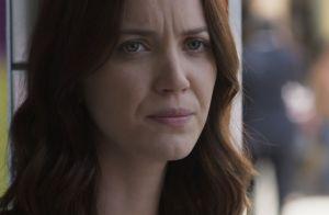 'Rock Story': Júlia se defende com joelhada após Alex ameaçá-la com canivete