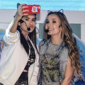 3f3030e4ac4d3 Larissa Manoela e Maisa Silva posam com orelhas de gatinha em festa de  novela