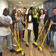 Ao ver o post, o grupo Molejo, na foto com bailarinas do Faustão, comentou a postagem da artista: 'Gaga, sua sumida'
