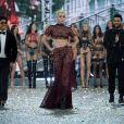 Uma das atrações do desfile Victoria's Secret Fashion Show, Lady Gaga  atraiu olhares ao usar um conjunto de renda também da grife Azzedine Alaïa