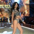 Lily Aldridge brilha na passarela do  Victoria's Secret Fashion Show