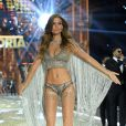Josephine Skriver  brilha na passarela do Victoria's Secret Fashion Show