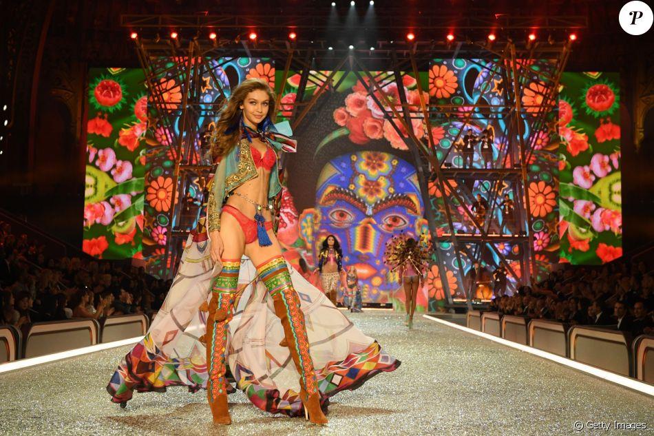Victoria's Secret Fashion Show: Gigi Hadid voltou à passarela com um look cheio de cor