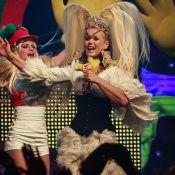 Xuxa faz show inspirado nos anos 1980 com Tiago Abravanel na plateia. Fotos!