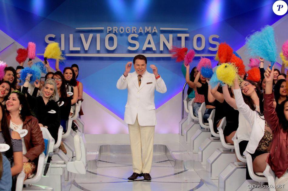 Silvio Santos vibrou com a possibilidade do terno que usou em 2001 no desfile da Tradição estar próximo de ser encontrado: 'Que bom'. A recompensa, segundo o jornal, de R$ 3,5 mil está de pé para quem achar a peça