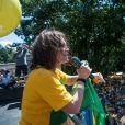 Regina Duarte discursa em protesto contra as mudanças na lei de combate à corrupção