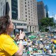 Regina Duarte foi ovacionada pelo público