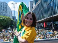 Regina Duarte marca presença em protesto contra a corrupção, em São Paulo