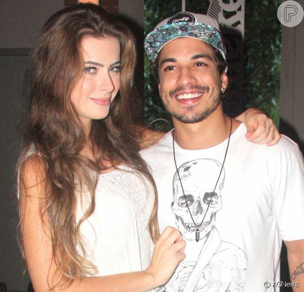 Douglas Sampaio revela que tentou salvar noivado com Rayanne Morais morando em casas separadas, em 4 de dezembro de 2016