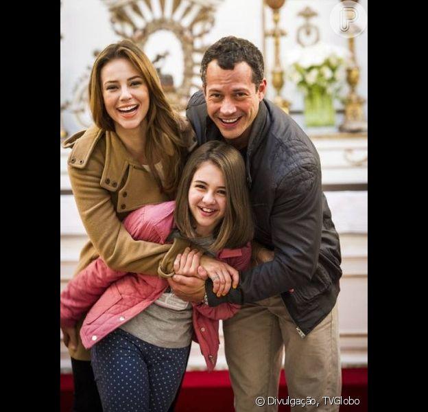 Paloma (Paolla Oliveira) e Bruno (Malvino Salvador) renovam os votos na mansão dos Khoury e a médica anuncia que está grávida