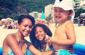 Luana Piovani se diverte na praia com Dom em dia nublado: 'Banhados de amor'