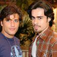 Em 'América' (2005), Bruno Gagliasso gravou cena de beijo gay com Eron Cordeiro, mas ela foi vetada