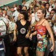 Monique Alfradique e Geovanna Tominaga se divertem no ensaio da Grande Rio, em Duque de Caxias, no Rio, em 23 de janeiro de 2014
