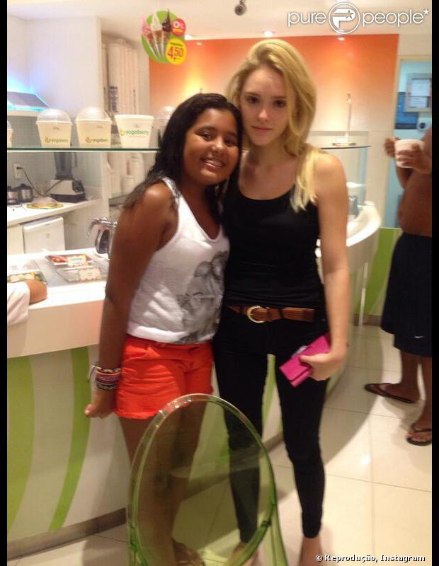 Veja a primeira foto de Isabelle Drummond com o cabelo loiro platinado, em 30 de janeiro de 2014. O novo visual é para interpretar Megan na novela 'Geração Brasil'