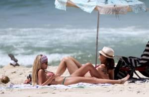 Yasmin e Luiza Brunet mostram boa forma em dia de praia no Rio de Janeiro