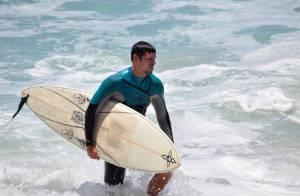 Cauã Reymond curte férias no Havaí sem Grazi Massafera e a filha, Sofia