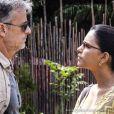 Perseguido pela polícia, Kléber (Marcello Novaes) faz Celina (Mariana Rios) de refém.