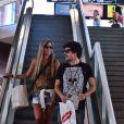 Guilherme Leicam conversa com loira no aeroporto Santos Dumont, no Rio de Janeiro, em 11 de fevereiro de 2014