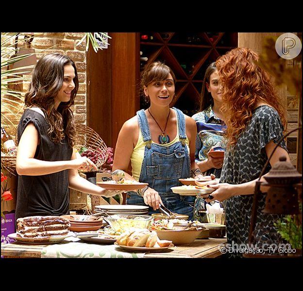 Nos próximos capítulos de 'Em Família', durante um descontraído almoço entre amigas, Marina (Tainá Müller) pede que Clara (Giovanna Antonelli) pose nua para ela, acompanhada por seu marido, Cadu (Reynaldo Gianecchini)