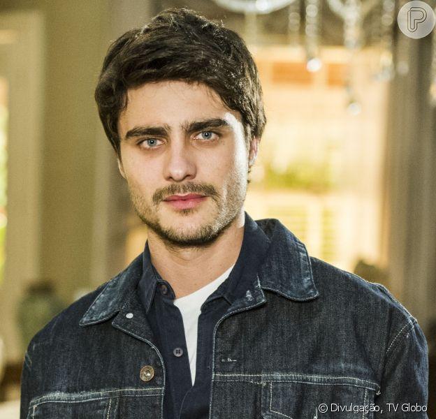 Guilherme Leicam pode receber notificação de seu condomínio por cantar alto de madrugada, em 21 de fevereiro de 2014