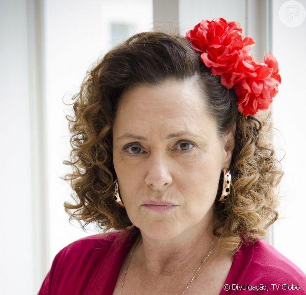 Elizabeth Savala renova seu contrato com a TV Globo por mais três anos e é cotada para atuar na próxima novela das sete. A informação é da coluna 'Outro Canal', do jornal 'Folha de S. Paulo', de 28 de fevereiro de 2014