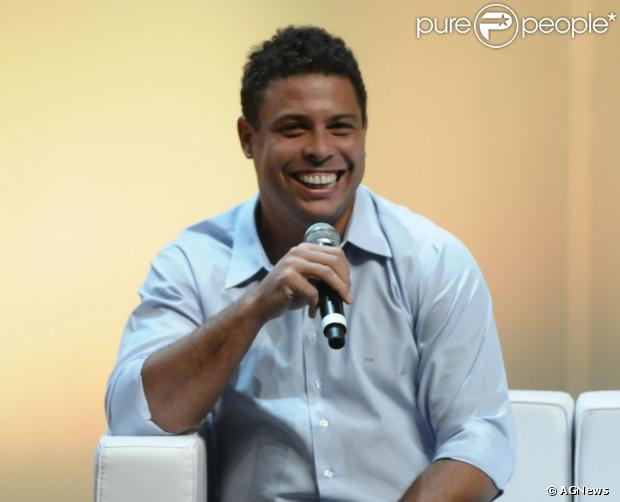 Ronaldo não quis comentar o possível affair com a DJ Paula Morais, prima de Cleo Pires. O ex-jogador esteve no evento 'Movimento Por Um Futebol Melhor', em São Paulo, em 14 de janeiro de 2013