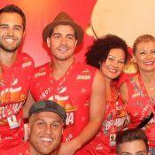 Carnaval: Thiago Martins leva a família para camarote ao lado de Paloma Bernardi
