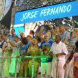 Último carro alegórico do desfile da Beija-Flor de Nilópolis vem repleto de famosos